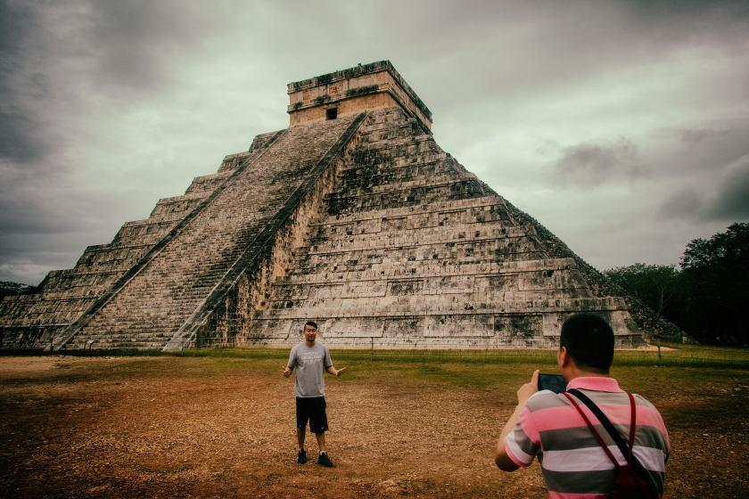 ChichenItza#14-PyramidTourists